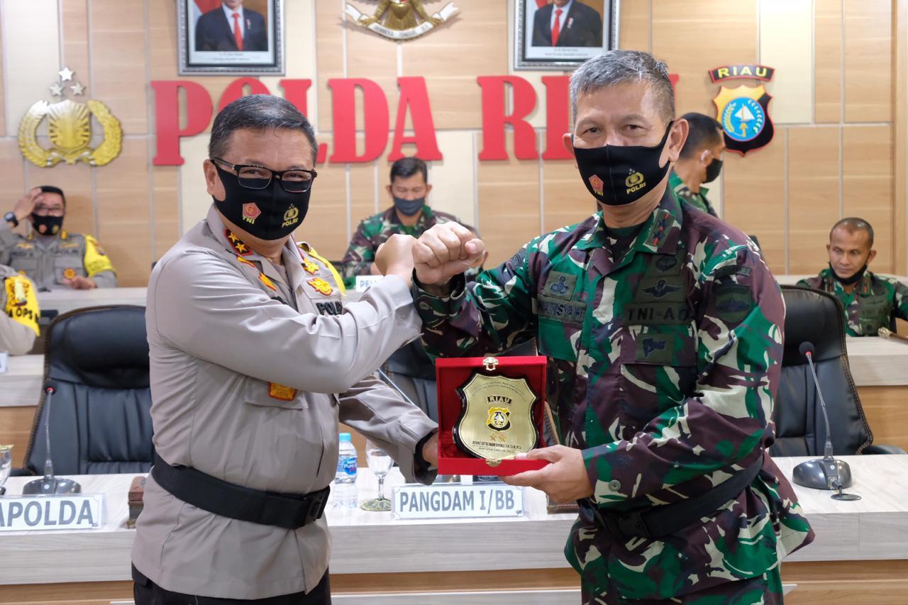 Kunjungi Mapolda Riau, Ini Pesan Pangdam I Bukit Barisan</a>