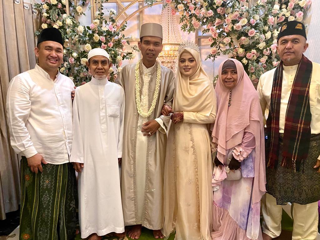 Gadis Asal Jombang Dipersunting Ustadz Abdul Somad</a>