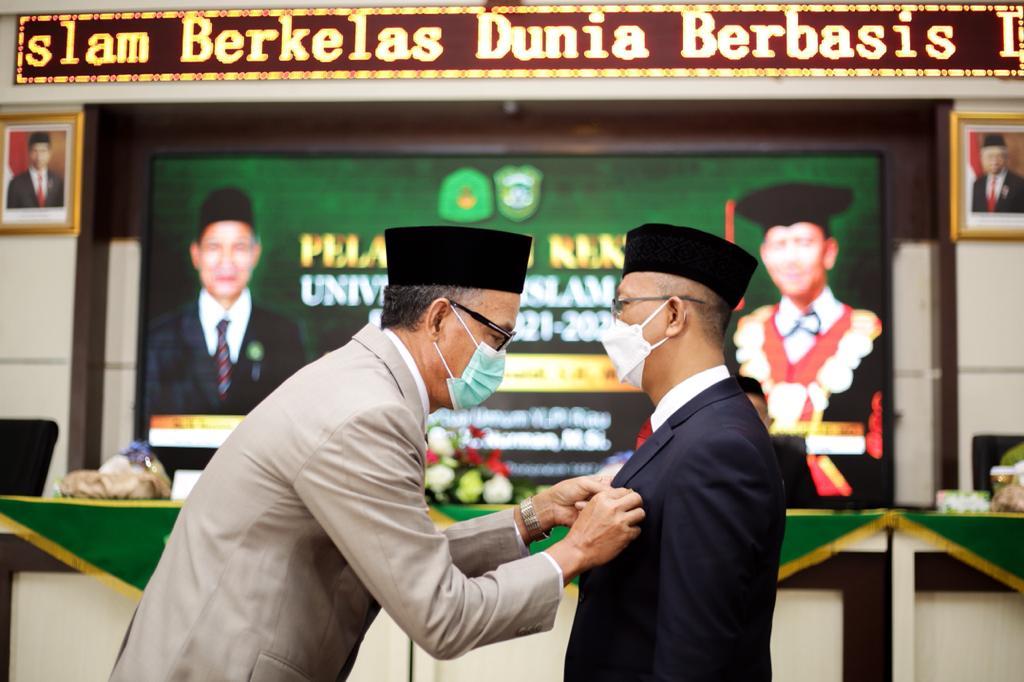 YLPI Riau Lantik Prof Syafrinaldi Menjadi Rektor UIR 2021-2025</a>