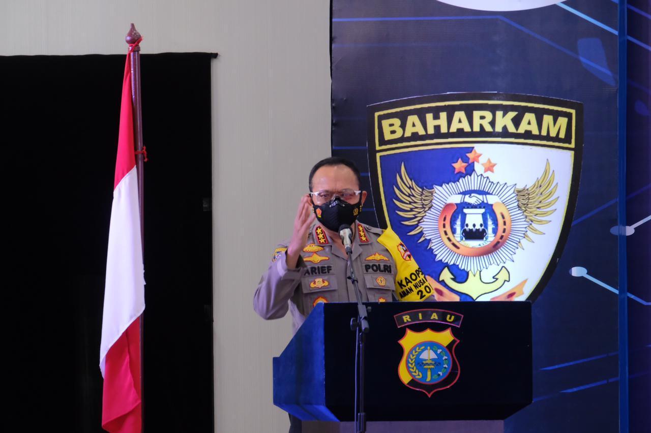 Kabaharkam Polri Apresiasi Pemanfaatan Tehnologi Untuk Penanganan Karhutla di Riau</a>