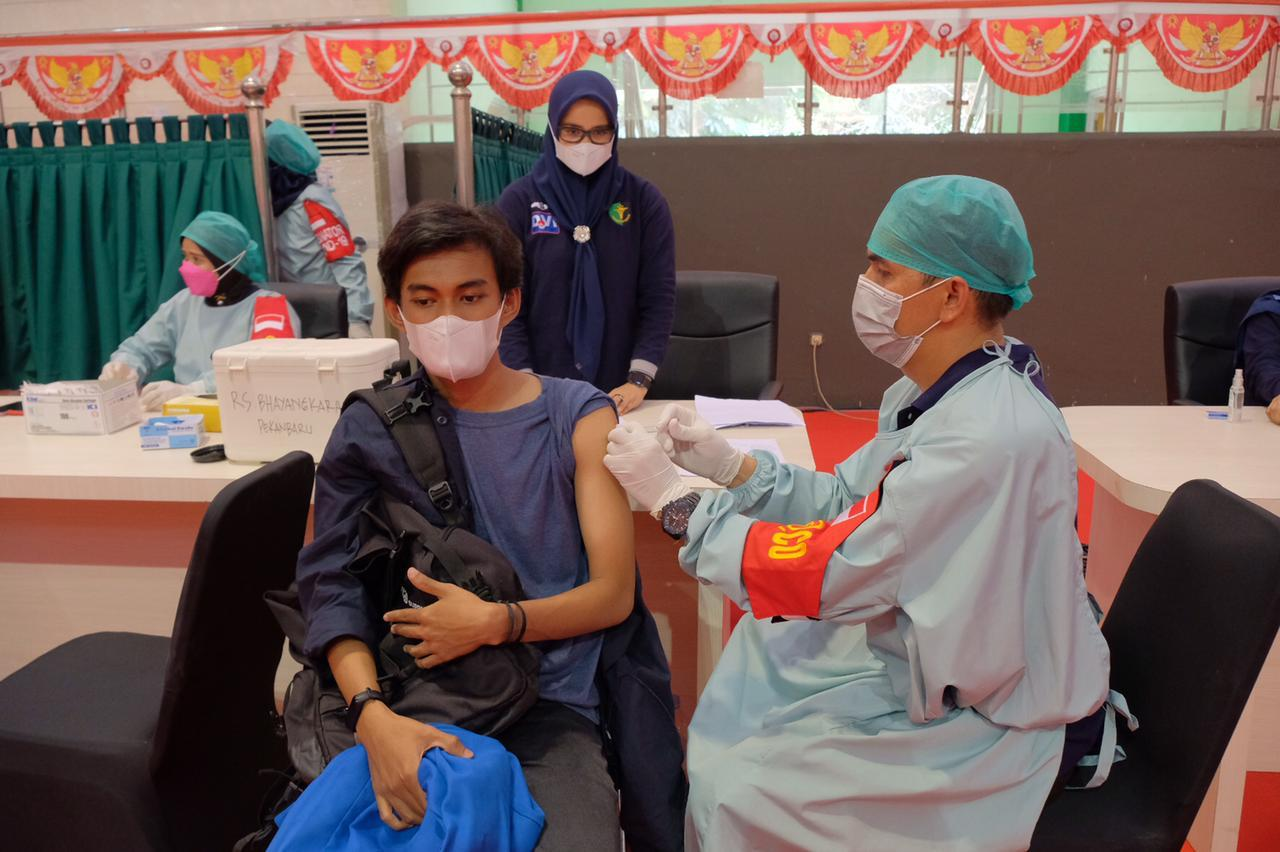 Tinjau Pelaksanaan Vaksinasi di UIR, Ini Kata Komjen Arief Sulistyanto</a>