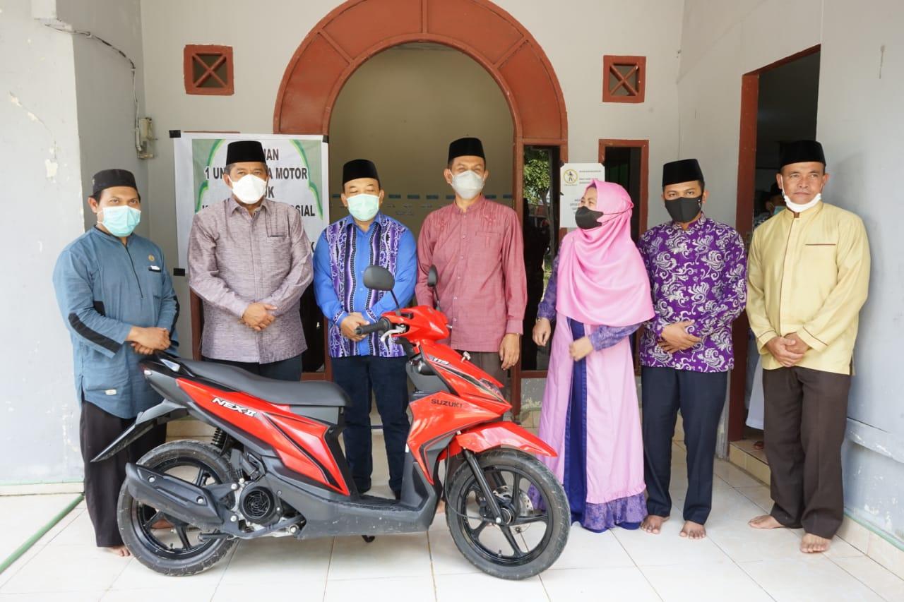 Alfedri Serahkan Sepedamotor ke Ponpes Darul Hadits Sultan Yahya</a>