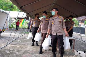 Posko Relawan Bagikan Bantuan Kepada Warga Dampak Covid 19</a>