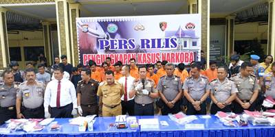 Kapolres Kampar bersama Bupati, Ekspos Kasus Narkoba Sepekan</a>
