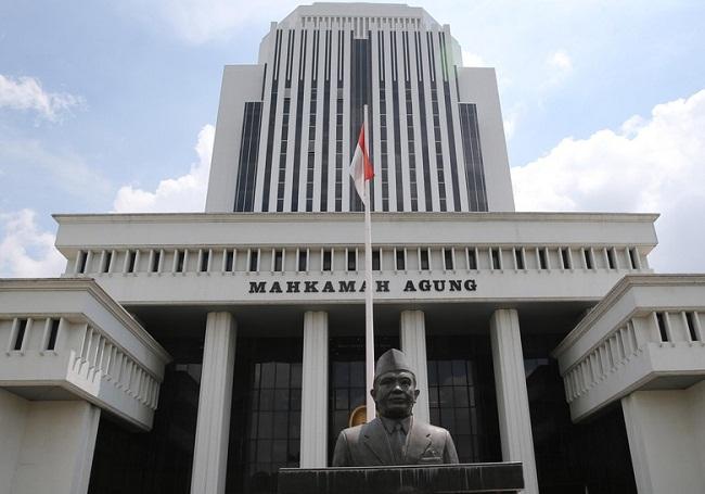 Artidjo Tegaskan Definisi Kejahatan 'Korupsi Politik' di Vonis Bupati Rina</a>
