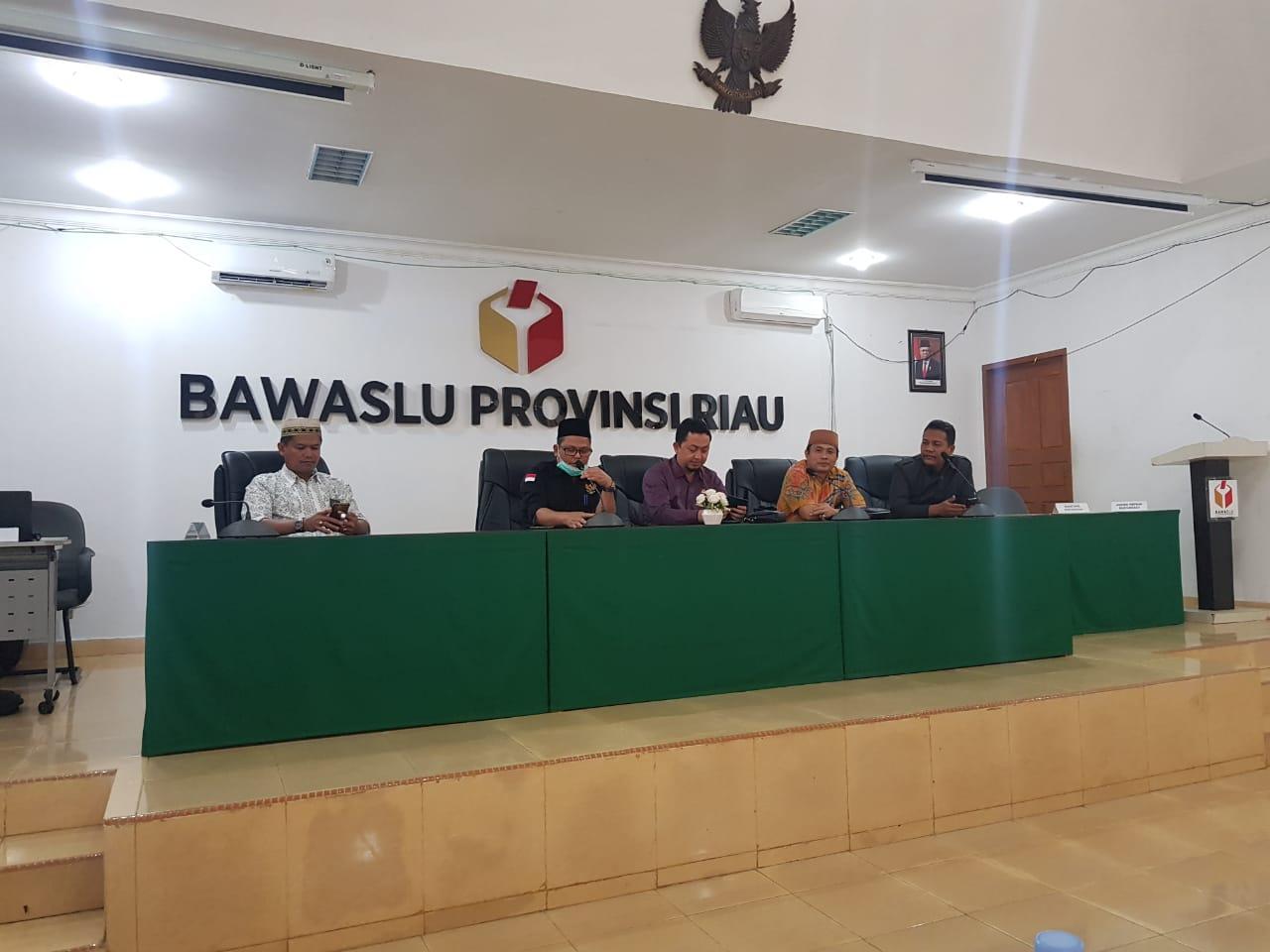 Akses Kantor Belum Diaspal, Ketua Bawaslu Riau Curhat Kepada Anggota DPR RI</a>