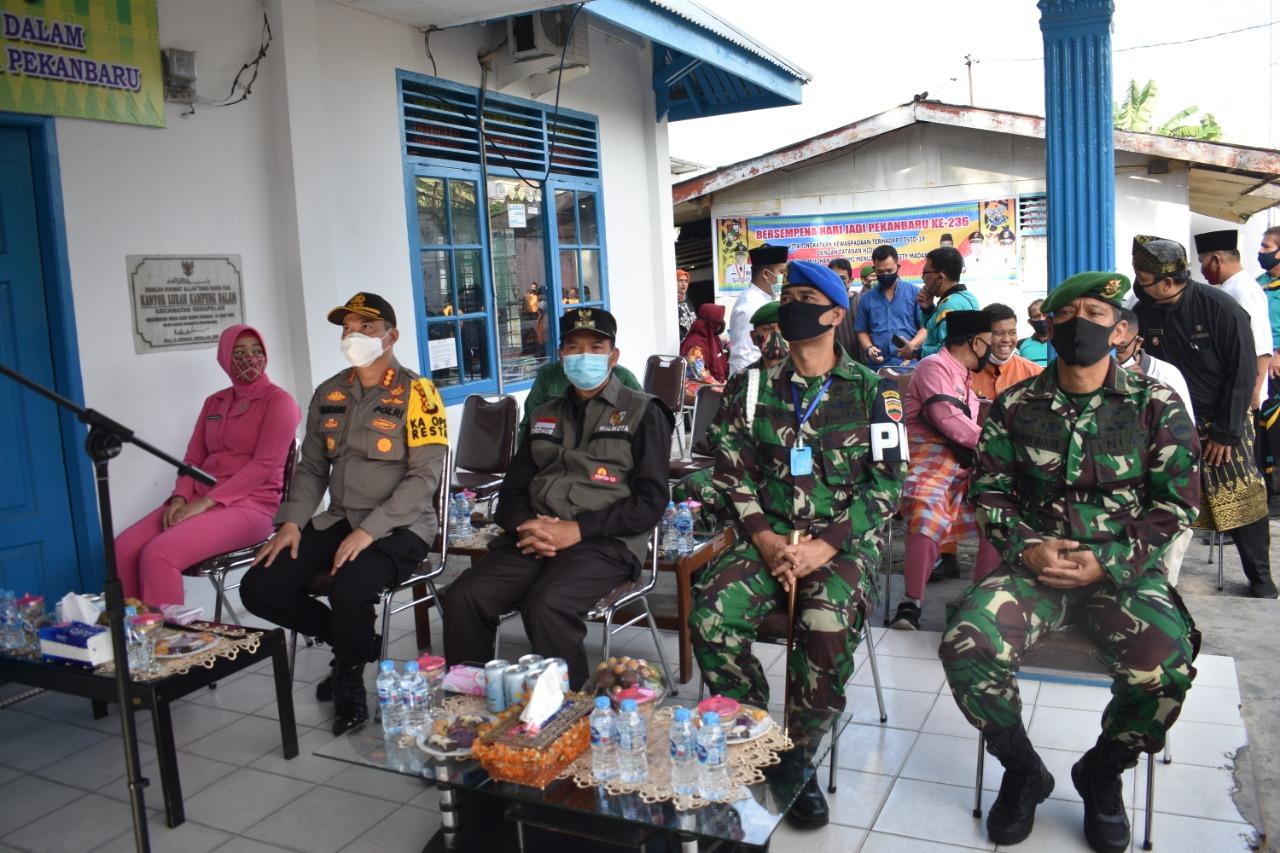Peringati Hari Bhayangkara Ke-74 Polresta Pekanbaru, Kodim 0301/Pbr dan Pemko Laksanakan Bakti Sosial</a>